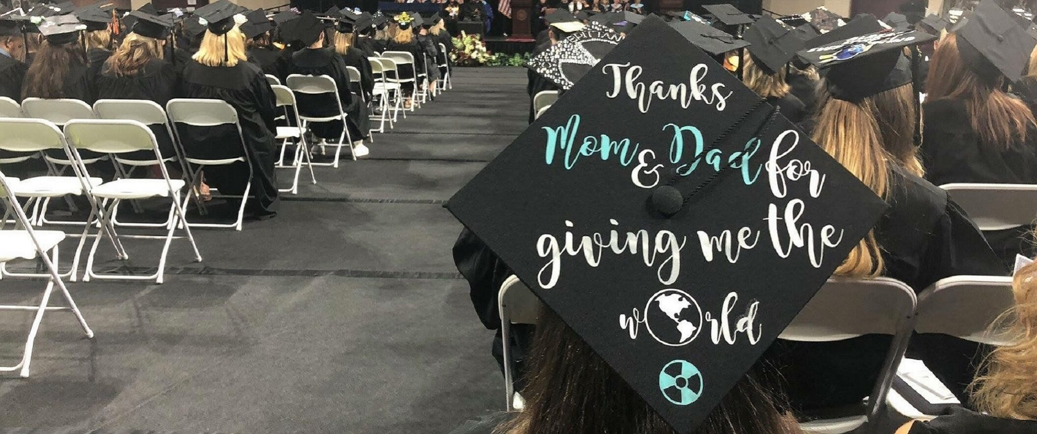 Graduation cap  with 'thanks mom and dad for giving me the world'